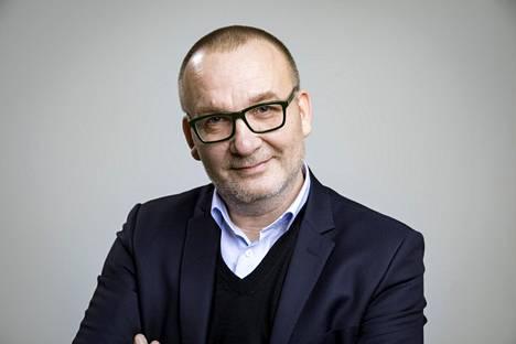 Kolumnisti ja käsikirjoittaja Jyrki Lehtola.