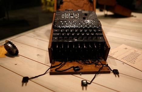 Natsien käyttämä Enigma-salakirjoituskone oli näytteillä Oberhausenin vakoilumuseossa.