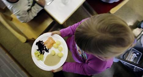 Valtion ravitsemusneuvottelukunta on nyt laatinut ensimmäistä kertaa omat suosituksensa alle kouluikäisten lasten ruokailusta.