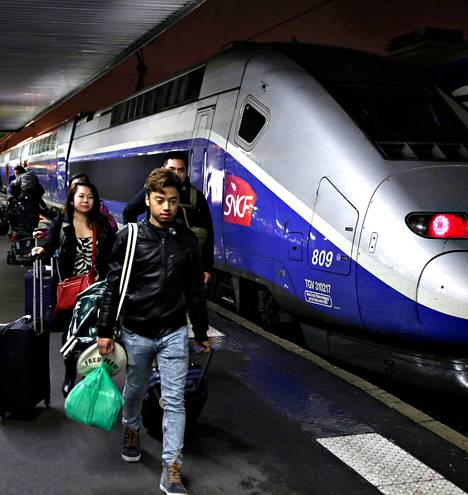 Barcelonasta Pariisiin saapuu kaksi luotijunaa päivässä. Matka taittuu vähän yli kuudessa tunnissa.