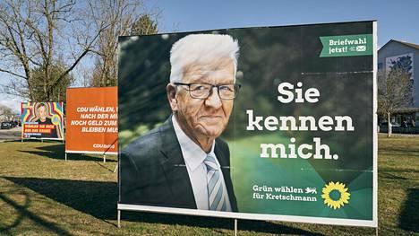 Te tunnette minut, lukee vihreiden vaalimainoksessa Baden-Württembergissä. Osavaltiovaaleissa ennakkosuosikin asemassa oleva puolue nojaa suositun pääministerin Winfried Kretschmannin persoonaan.