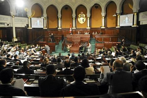 Tunisian kansalliskokous pääsi sopuun väliaikaisesta perustuslaista viisipäiväisten neuvottelujen jälkeen. Kuva on torstailta.