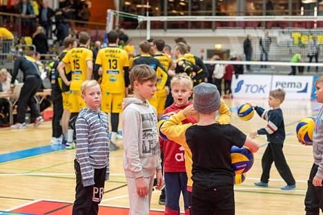 Hurrikaani-Loimaa on Suomen parhaita lentopalloseuroja, jolla on myös vireää nuorisotoimintaa.