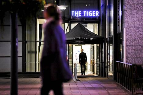Poliisin mukaan yökerho Tigerin järjästyksenvalvojilla saattaa olla yhteyksiä liivijengeihin.