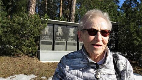 Siiri Rantanen vieraili vuonna 2018 jämsänkoskelaisten olympiamenestyjien reliefillä.