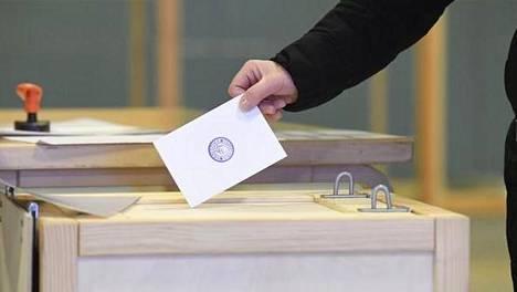 Äänestäminen jakautuu Suomessa myös ilmansuuntien mukaan: idässä äänestetään vähemmän kuin lännessä.