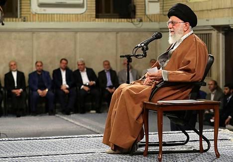Iranin ylin johtaja Ali Khamenei puhui työläisille Teheranissa keskiviikkona.
