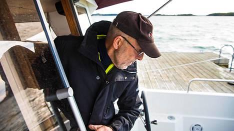 Nauvolainen Pekka Sillanpää lähti esittelemään Airiston Helmen saaria.