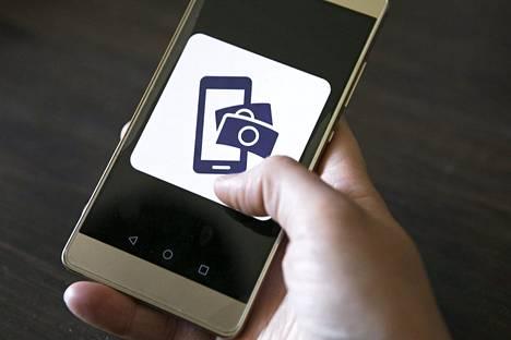 Kaverimaksamiseen käytettävien kännykkäsovellusten välillä käydään kovaa kisaa suosiosta. Kuvassa Mobile Pay.