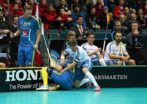 Suomen Tatu väänänen ja Ruotsin Martin Östholm pääsivät laitavääntöön keskiviikkona.