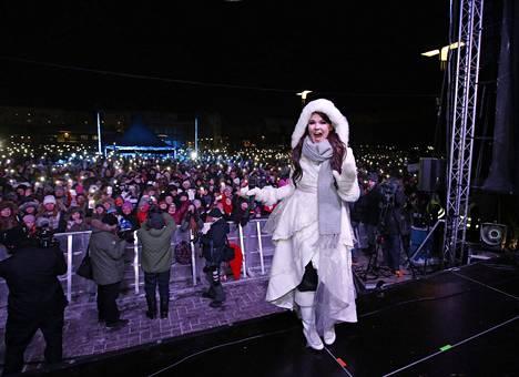 Saara Aalto esiintyi kotikaupungissaan Oulussa. Toistaiseksi ei ole tiedossa, ovatko kaikki laulajan unelmat toteutuneet.
