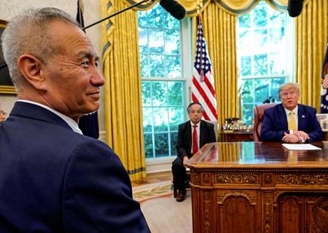 Kiinan varapääministeri Liu He ja Yhdysvaltain presidentti Donald Trump Valkoisessa talossa viime vuonna.