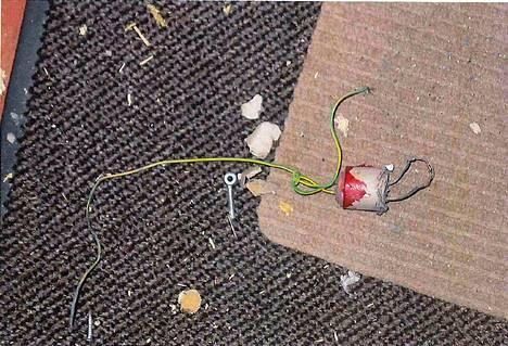 Omatekoisen pommin räjähdysaine oli peräisin ilotulitusraketeista.