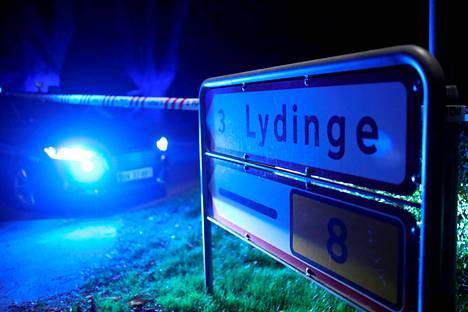 Poliisi sulki tien liikenteeltä Fynin saarella perjantaina.