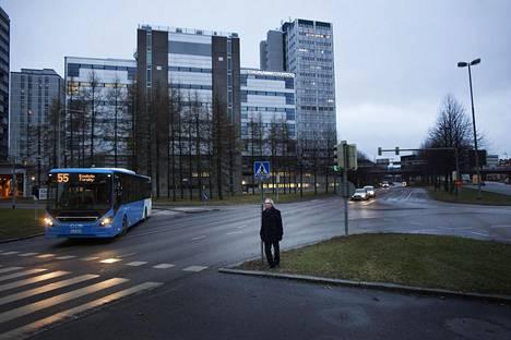Kokoomuksen Risto Rautava teetti uuden selvityksen puolueen haaveilemasta keskustatunnelista. Sörnäisten rantatieltä Länsiväylälle ulottuvan tunnelin suunnitelman tiellä saattaa kuitenkin olla perinteinen este: se tarvitsisi taakseen poliittista kannatusta.