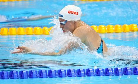 Jenna Laukkanen ui kauden parhaan aikansa 200 metrin rintauinnin alkuerissä.