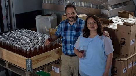 Ainoa Wineryn toimitusjohtaja Paola Guerrero de Cohen ja viinintekijä David Cohen ihastuivat suomalaisen luonnon antimiin, kuten marjoihin. He ovat kehittäneet niistä maailmalla palkittuja viinejä.