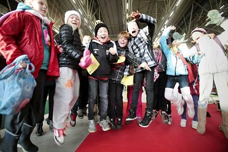 Aarnivalkean koulun oppilaat saapuivat kirjamessuille Helsinkiin.