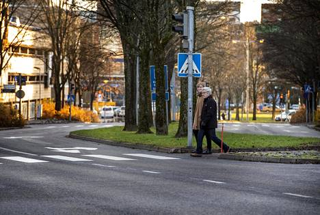 Arja and Markku Salmea think about how traffic is organized in Leppävaara.  In Leppävaara, only half of the households have a car and neither of Salmi has a driving license.  They hope that the district is not overdeveloped in terms of motoring.