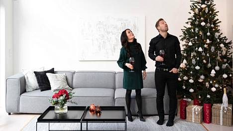 Anette Raunio ja hänen miehensä Juha-Matti Raunio tarjosivat hittijuomaansa ensimmäisen kerran täällä kotonaan Espoossa.