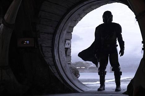 Jon Favreaun ja Dave Filonin tekemän The Mandalorian -sarjan pääosaa esittää Pedro Pascal.