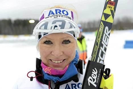 Oulun Hiihtoseuran Riitta-Liisa Roponen dominoi Suomen Cupin naisten vapaan kymmenen kilometrin hiihtoa.