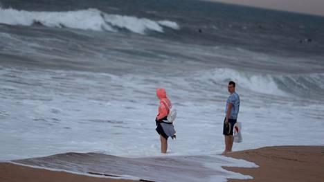Meri Portugalin Carcavelosissa ennen ennustettua hurrikaania viime lokakuussa.