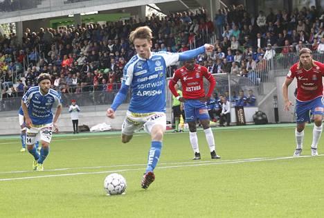Robert Taylor laukoi viime kaudella elokuun 10. päivä pelatussa ottelussa pallon maaliin PS Kemiä vastaan.