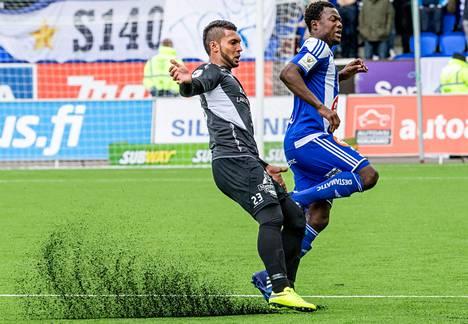 HJK on pelannut yhden Veikkausliigan ottelun Sonera-stadionin uudella tekonurmella. Klubi kohtasi sunnuntaina FC Lahden. Kuvassa ovat FC Lahden Matheus Alves (vas.) ja HJK:n Gideon Baah.