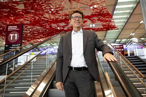 Lentoaseman johtaja Engelbert Lütke Daldrup sanoo olevansa huojentunut avajaisten alla.
