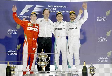 Kimi Räikkönen oli urallaan 81:ttä kertaa palkintopallilla. Tällä kertaa yhdessä Mercedeksen kuljettajien Nico Rosbergin ja Lewis Hamiltonin sekä Mercedeksen teknisen johtajan Aldo Costan kanssa.
