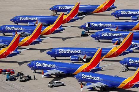 Käyttökieltoon joutuneita 737 Max 8 -lentokoneita Victorvillessa Kaliforniassa.