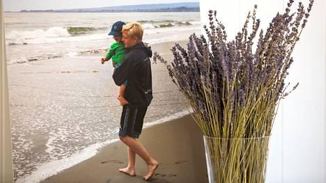 Linus Blom rakasti merta ja pikkuveljeään. Veljesten kuva on esillä perheen kotona Kalifornian Los Gatosissa.