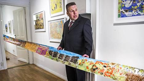Pasi Soukkalan näyttelyssä on teoksia ahkeran piirtäjän uran eri vaiheista.