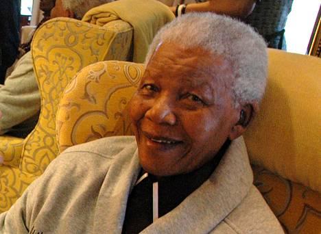 Etelä-Afrikan entinen presidentti Nelson Mandela tyttärensä kuvaamana vuosi sitten.