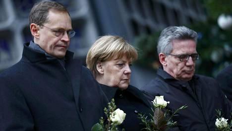 Liittokansleri Angela Merkel kävi muistamassa rekkaiskun uhreja päivä iskun jälkeen 20. joulukuuta.