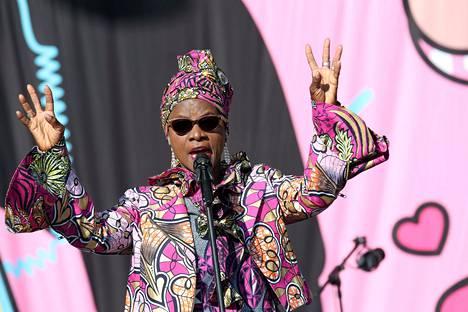 """Angélique Kidjo halusi """"palauttaa Afrikan takaisin Afrikkaan""""."""