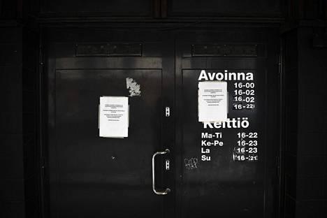 Koronarajoitukset ovat sulkeneet ravintoloita ja vähentäneet niiden liikevaihtoa. Tukitoimilla on pyritty estämään konkursseja.