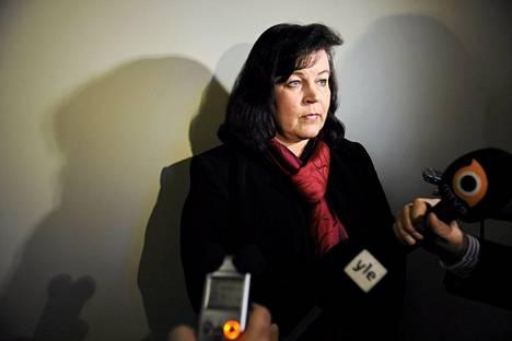 Anne Holmlund vastasi toimittajien kysymyksiin eduskunnassa viime torstaina.
