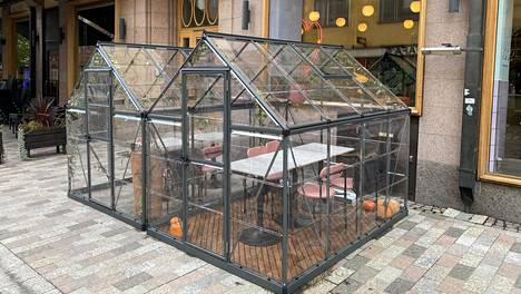 Yes Yes Yes -ravintolan kasvihuoneessa voi nauttia ruokaa ja virvokkeita turvallisesti.