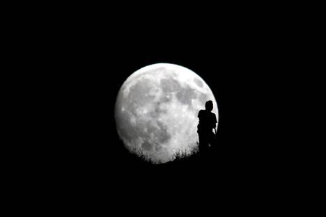 Yhtiön aikomus on kuljettaa Kuuhun gramma jokaisen hautapaikan varanneen tuhkaa.