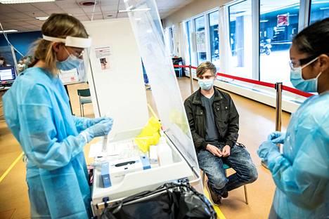 Koronavirustestausta Kööpenhaminan Herlevin sairaalassa toukokuun alussa.