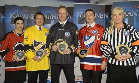Hockey Hall of Fame Finland aateloi jääkiekon Karjala-turnauksen yhteydessä viisi uutta Jääkiekkoleijonaa Helsingissä lauantaina 8. marraskuuta 2014, kuvassa Sari Marjamäki (vas), Sami Kapanen, Janne Niinimaa, Ville Peltonen sekä Anne Haanpää.