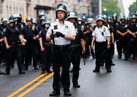 Poliisit partioivat New Yorkin Central Parkissa perjantaina 5. kesäkuuta.