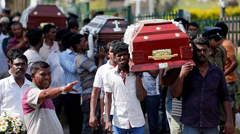 Sri Lankassa pääsiäisenä kirkkoihin ja hotelleihin tehdyt iskut vaativat noin kolmesataa kuolonuhria.