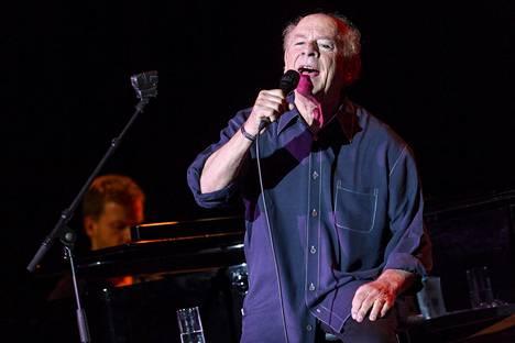 Art Garfunkel esiintymislavalla Berliinissa kesäkuussa 2018.