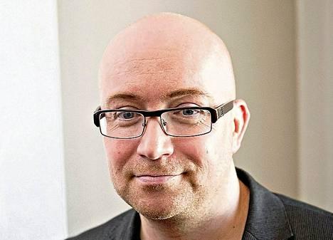 Jarkko Tontti tutkii Lento-kirjassaan satiirisesti Eroksen mahtia.
