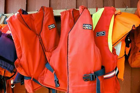 Pelastusliivit ovat veneilijän henkivakuutus.