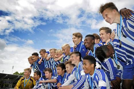 HJK juhli 15-vuotiaiden poikien mestaruutta Helsinki Cupissa.