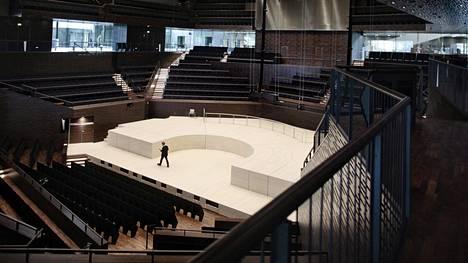 Musiikkitalon naistenpäivän konsertti järjestettiin noin 1700 katsojan konserttisalissa.